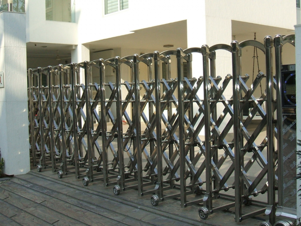 Motorized Cantilever Sliding Gate - Earth Control Systems, Surat
